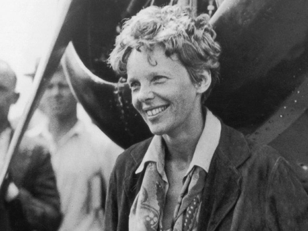 Amelia Earhart after her own solo transatlantic flight in 1932 - 1700 ...
